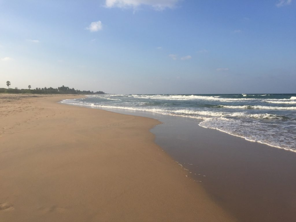 How to spend a 3 week Sri Lanka itinerary correctly: find an empty beach!